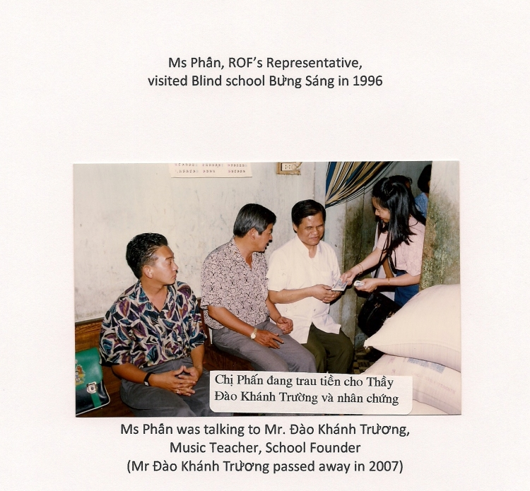 1 Phấn ROF's Rep. at the Blind school